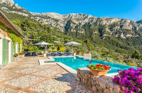 Last Minute Cottages - Villa Sueno