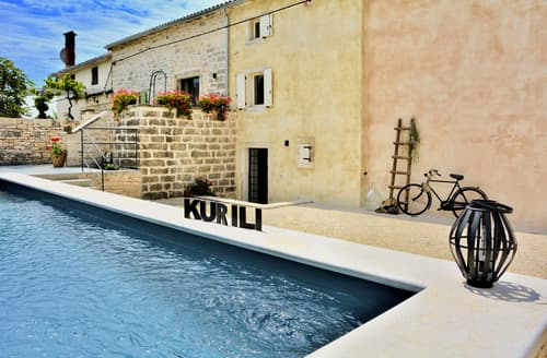 Last Minute Cottages - Villa Kurili