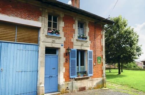 Last Minute Cottages - Les Volets Bleus