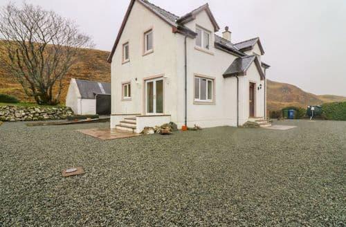 Last Minute Cottages - Excellent Staffin Cottage S129171