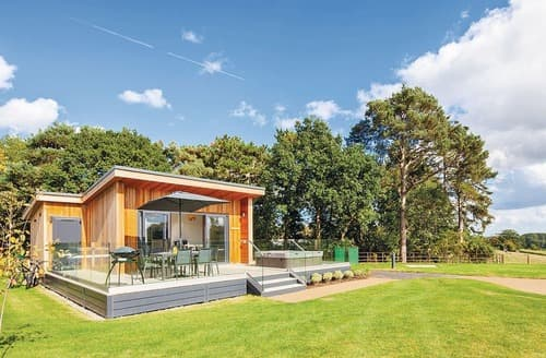 Last Minute Cottages - Cosy Eyton Lodge S129207