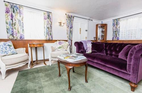 Last Minute Cottages - Cosy London Cottage S78472