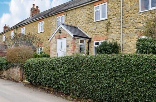 Dog Friendly Cottages - Tasteful Pury End Cottage S129285