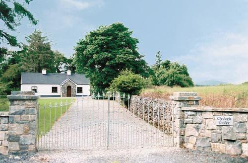Big Cottages - Cosy Castlebar Cottage S24097