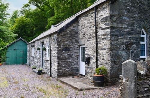 Last Minute Cottages - Glyntwrog Cottage