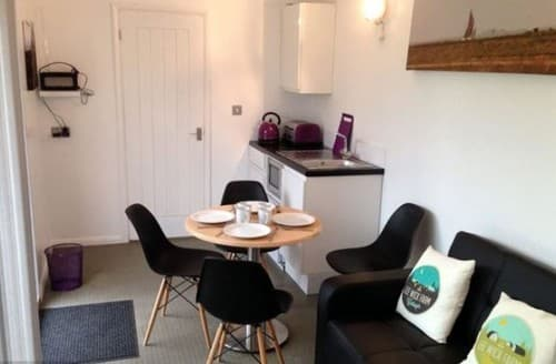 Last Minute Cottages - Purple Cargopod At Lee Wick Farm Cottages & Glamping S131166