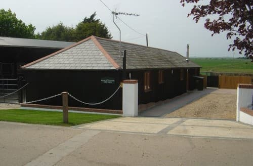 Last Minute Cottages - Stable Cottage At Lee Wick Farm Cottages & Glamping S131372