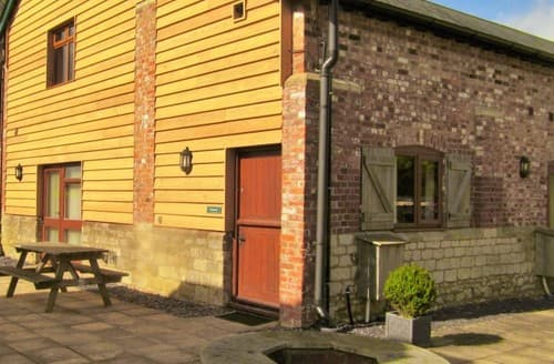 Last Minute Cottages - The Granary, Sleeps 5, The Victorian Barn