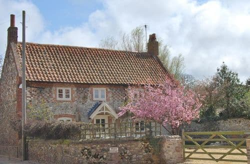 Last Minute Cottages - Lovely King's Lynn Cottage S132305