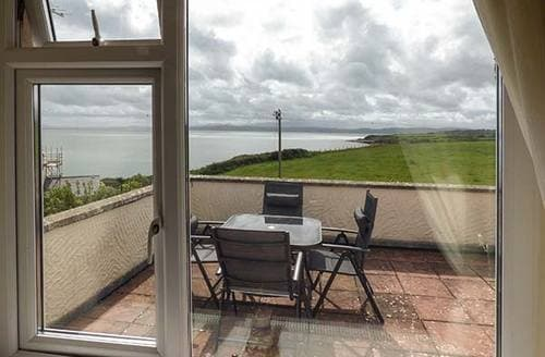 Last Minute Cottages - Tasteful Moelfre Apartment S37981