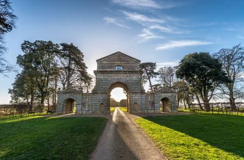 Last Minute Cottages - The Triumphal Arch