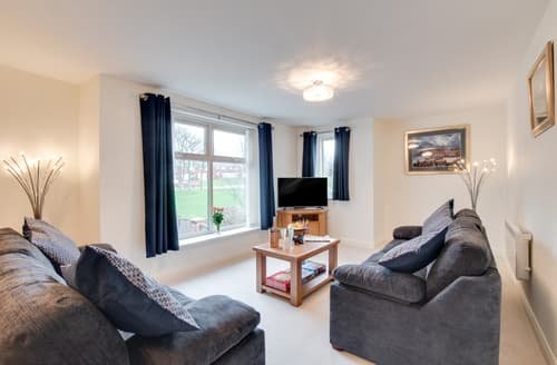 Last Minute Cottages - Superb Whitby Apartment S133331