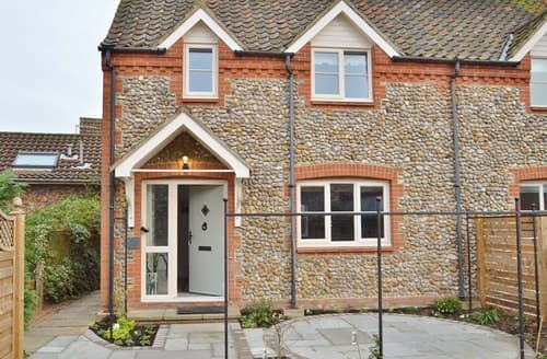 Last Minute Cottages - Charming Holt Apartment S133438