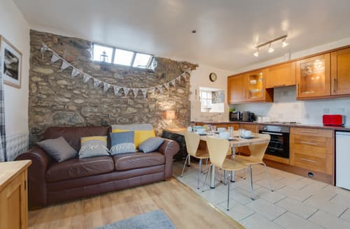 Last Minute Cottages - Eithinog Bach