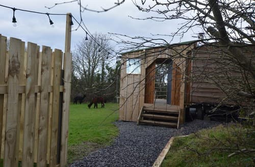 Last Minute Cottages - FCH73316