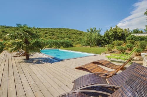 Last Minute Cottages - Villa de la Colline