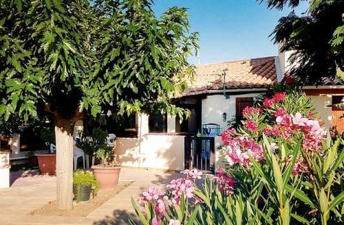 Last Minute Cottages - La Petite Maison
