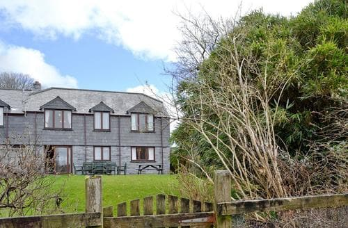 Last Minute Cottages - Lovely Camelford Apartment S20508