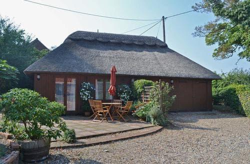 Last Minute Cottages - Church Barn Studio