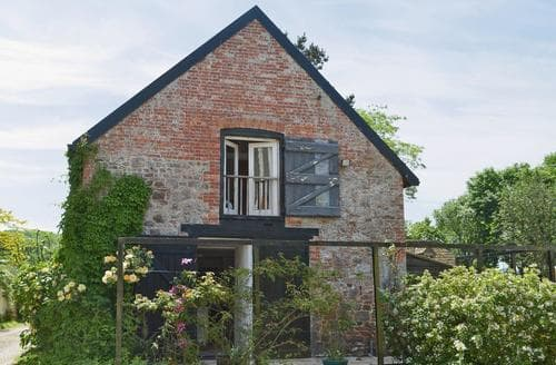 Last Minute Cottages - The Tithe Barn