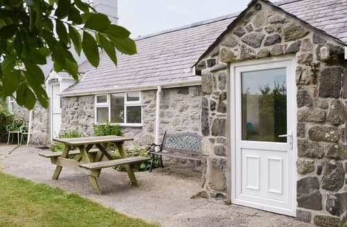Last Minute Cottages - Tasteful Aberdaron Cottage S22100