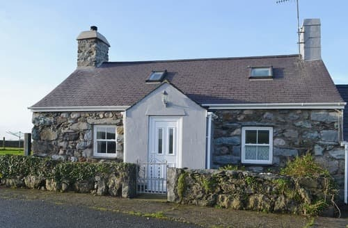 Last Minute Cottages - Cyll y Felin Fawr 1