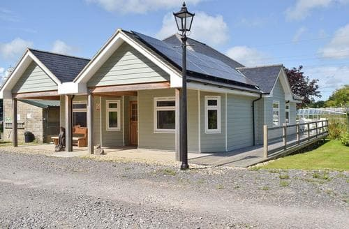 Last Minute Cottages - Excellent Newport Lodge S60252