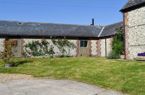 Last Minute Cottages - Inviting Chichester Cottage S13918