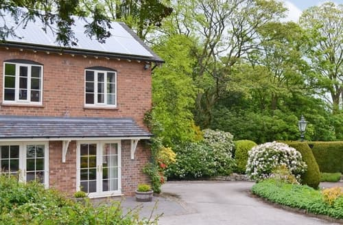 Last Minute Cottages - Tasteful Leek Cottage S16046