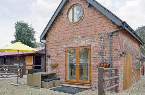Last Minute Cottages - Charming Macclesfield Cottage S72418