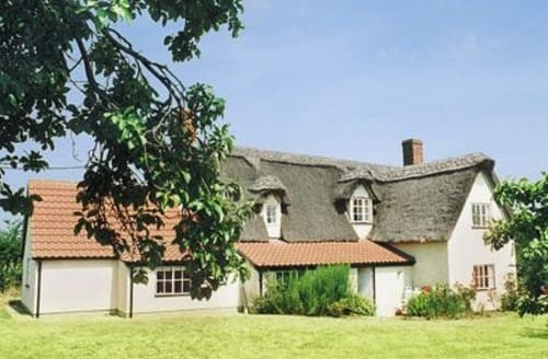 Last Minute Cottages - Adorable Stowmarket Cottage S18012