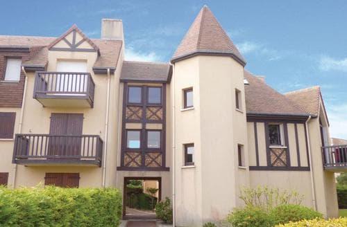 Last Minute Cottages - Tasteful Ouistreham Apartment S118522