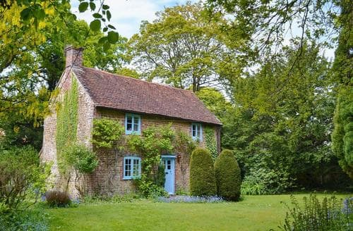 Last Minute Cottages - Superb Alton Cottage S14051