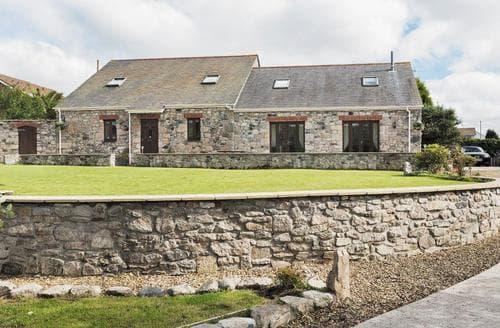 Last Minute Cottages - Woodside Barns