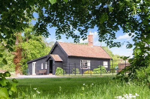 Last Minute Cottages - Tasteful Bury St Edmunds Lodge S17844