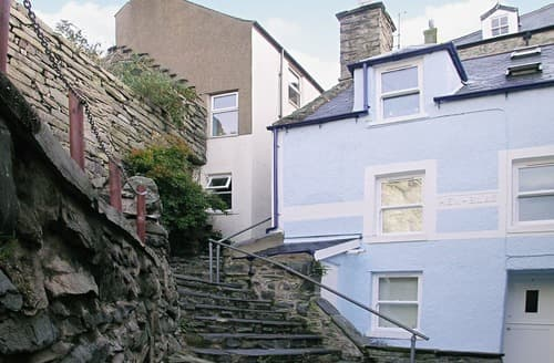 Last Minute Cottages - Gorgeous Barmouth Apartment S22163