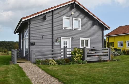 Last Minute Cottages - Quaint Great Yarmouth Lodge S17242