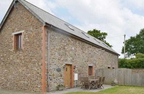 Last Minute Cottages - CIDER BARN