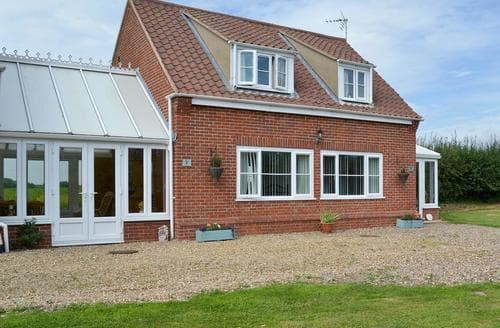 Last Minute Cottages - Stunning Happisburgh Apartment S17265