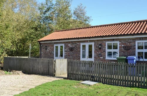 Dog Friendly Cottages - COTTAGE IN THE POND W43212