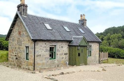 Last Minute Cottages - Waterfall Cottage