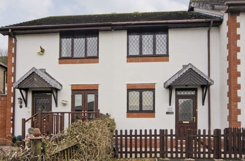 Last Minute Cottages - Llamedos - HW7771