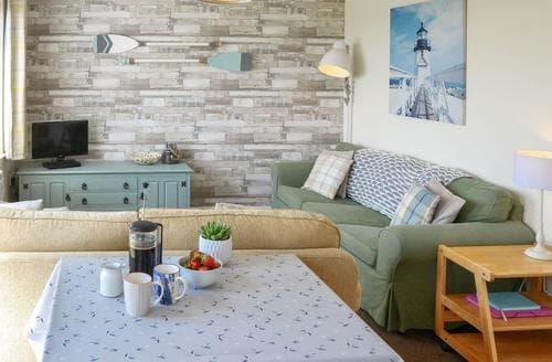 Last Minute Cottages - Attractive Happisburgh Cottage S27021