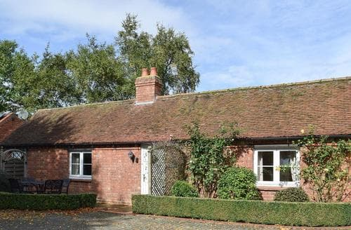 Last Minute Cottages - Excellent Warwick Lodge S15951