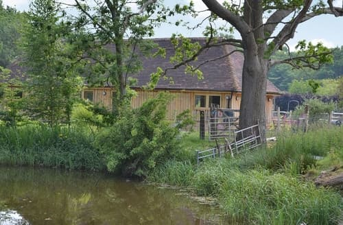 Last Minute Cottages - The Longbarn Huntbourne