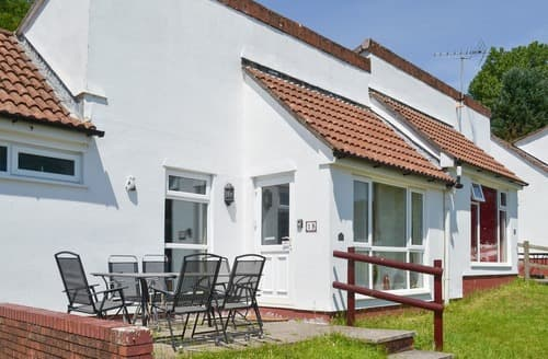 Last Minute Cottages - Manor Bungalow