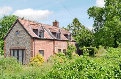 Dog Friendly Cottages - Exquisite Cromer Cottage S37543