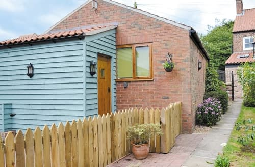 Last Minute Cottages - Cosy Bridlington Cottage S40053