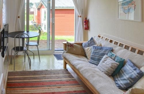 Last Minute Cottages - Wonderful Padstow Lodge S20654