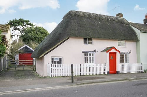 Last Minute Cottages - The Old Thatch